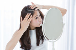 40代女性の悩み・薄毛の原因と家でできる予防と対策法